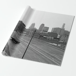 都心のカンザスシティのスカイライン黒くおよび白い写真 ラッピングペーパー