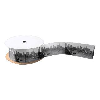 都心のカンザスシティ、ミズーリの黒く及び白い写真 サテンリボン