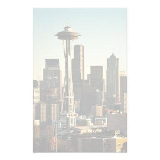 都心のシアトルのスカイラインおよび宇宙の針 便箋
