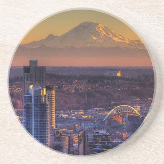 都心のシアトルの都市景観の眺めフットボール コースター