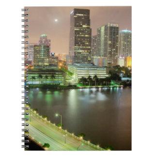 都心のマイアミへの水路を渡る橋鉛 ノートブック