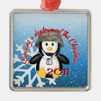 配置の2011年のペンギンを生き延びること メタルオーナメント