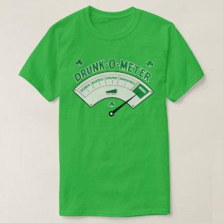 酔Oメートルのアイルランド人のセントパトリックの日のティー Tシャツ