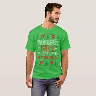 醜いドイツShorthairedポインターの初めてのクリスマス Tシャツ