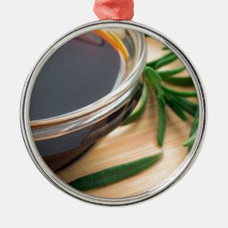 醤油のDefocusedおよびぼやけられたイメージ メタルオーナメント