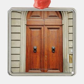 重い木のドア、フィレンツェ、イタリア メタルオーナメント