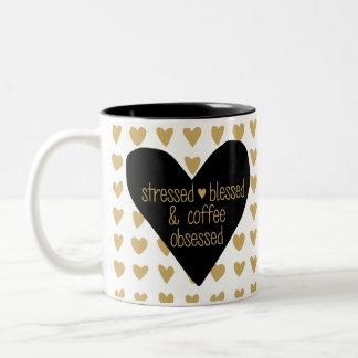 重点を置かれた賛美されたコーヒーによって取りつかれているマグ ツートーンマグカップ