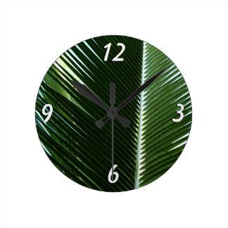 重複のやし葉状体の熱帯緑の抽象芸術 ラウンド壁時計
