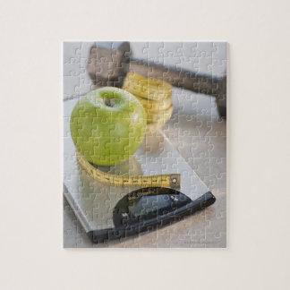 重量のスケール、巻尺の緑のりんご ジグソーパズル