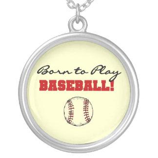 野球のTシャツおよびギフトを遊ぶために生まれて下さい シルバープレートネックレス