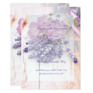 野生のばら色及びラベンダーの夏の花の結婚式 12.7 X 17.8 インビテーションカード
