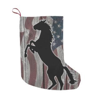 野生のアメリカのムスタングおよび米国旗 スモールクリスマスストッキング