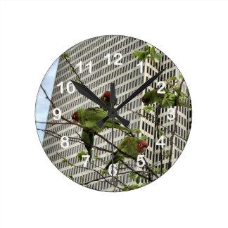 野生のオウムの柱時計 ラウンド壁時計