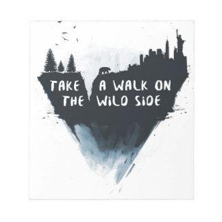 野生の側面の歩行 ノートパッド