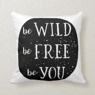 野生の自由で森林ベビーの子供部屋部屋の枕であって下さい クッション