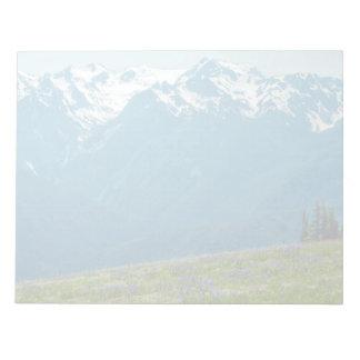 野生の花および山 ノートパッド