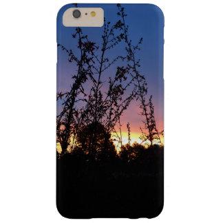 野生の花のシルエットの茎間の日の出 BARELY THERE iPhone 6 PLUS ケース