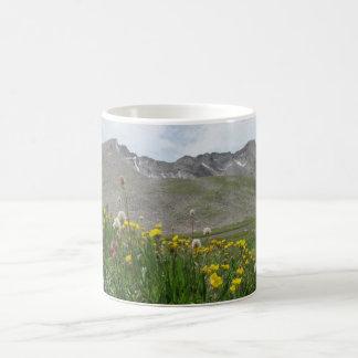 野生の花- Mt.エバンズ コーヒーマグカップ