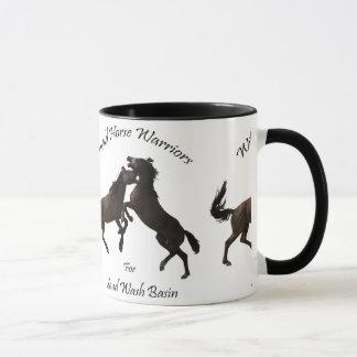 野生の馬の戦士 マグカップ