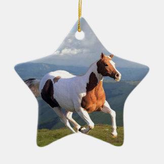 野生の馬の精神 セラミックオーナメント