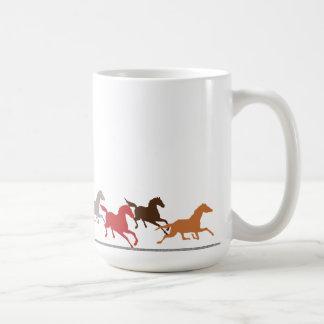 野生の馬の走ること コーヒーマグカップ