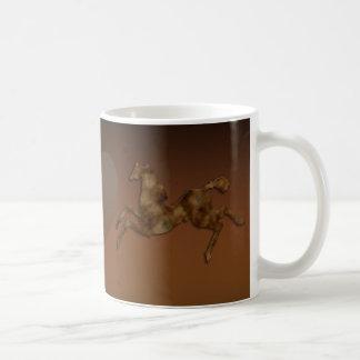 野生の馬#1のカラメルのクリーム コーヒーマグカップ