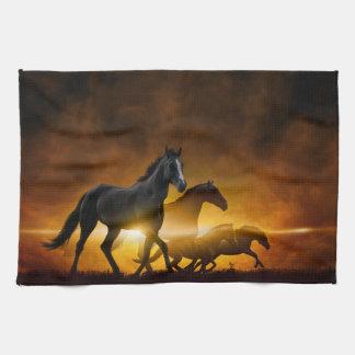 野生の黒い馬の台所タオル キッチンタオル
