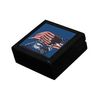 野生及び自由愛国心が強いワシ、モーターバイク及び米国の旗 ギフトボックス