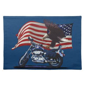 野生及び自由愛国心が強いワシ、モーターバイク及び米国の旗 ランチョンマット