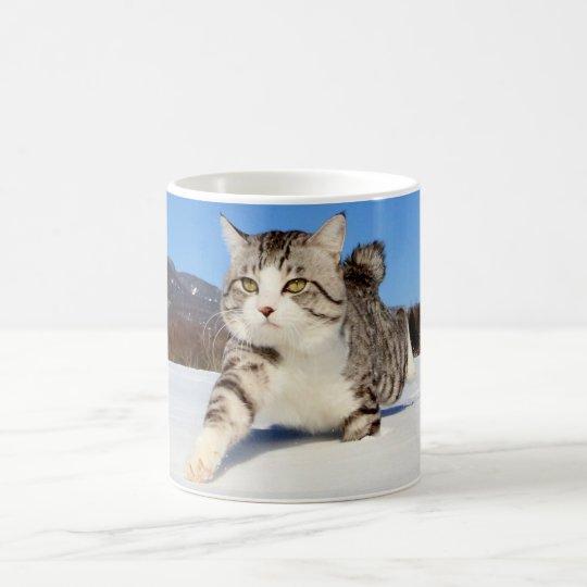 野良猫ニャン吉【雪原を行く】 コーヒーマグカップ