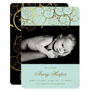 金らせん状の男の赤ちゃんの写真の誕生の発表 カード