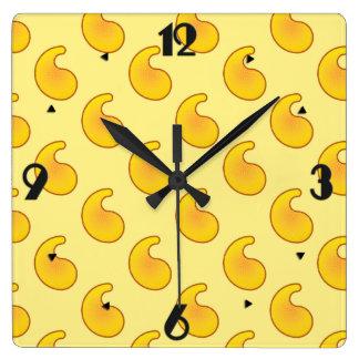 金ゴールドおよびバナナ黄色いペーズリー スクエア壁時計