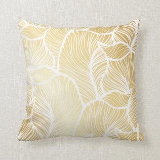 金ゴールドおよび白いシュロの葉パターン クッション
