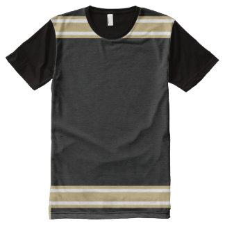 金ゴールドおよび白いトリムとの黒 オールオーバープリントT シャツ