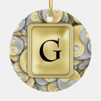 金ゴールドおよび銀製のインおよびヤン セラミックオーナメント