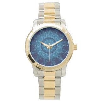 金ゴールドか銀製の調子の腕時計の青いデザインとツートーン 腕時計