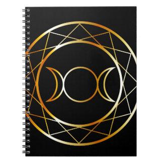 金ゴールドのウィッカ信者の記号の三倍の女神 ノートブック
