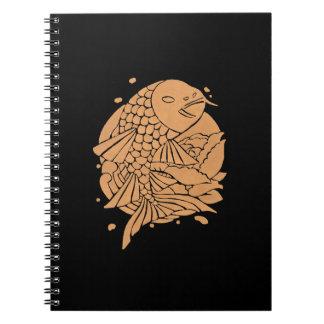 金ゴールドのコイの魚 ノートブック