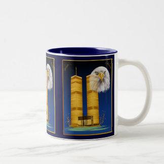 金ゴールドのツインタワーおよびワシのマグ ツートーンマグカップ