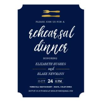 金ゴールドのフォーク及びナイフのリハーサルの夕食の招待-海軍 カード