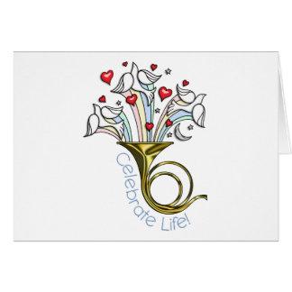金ゴールドのフレンチ・ホルン、鳩、ハートは、生命を祝います カード