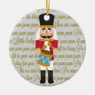 金ゴールドの小さいドラマーの男の子のくるみ割りのクリスマス セラミックオーナメント