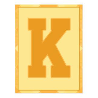 """金ゴールドの格子縞の手紙""""K""""のタイポグラフィの旗カード ポストカード"""