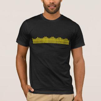 金ゴールドの棒杭の囲い Tシャツ