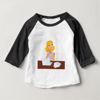 金ゴールドの毛の図解入りの、写真付きのな秘書: Tシャツ