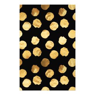 金ゴールドの点の模造のなホイルの金属黒い背景 便箋