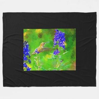 金ゴールドの緑のハチドリ、青いヒエンソウの花 フリースブランケット