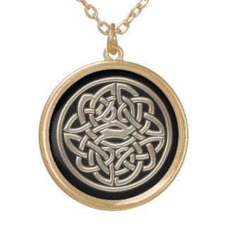 金ゴールドの金属のケルト結び目模様との黒 ゴールドプレートネックレス