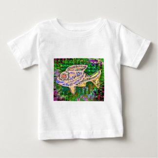 金ゴールドの魚の水生動物ペット ベビーTシャツ
