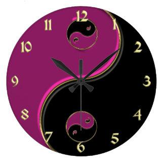 金ゴールドの黒く、ショッキングピンクの陰陽の時計 ラージ壁時計